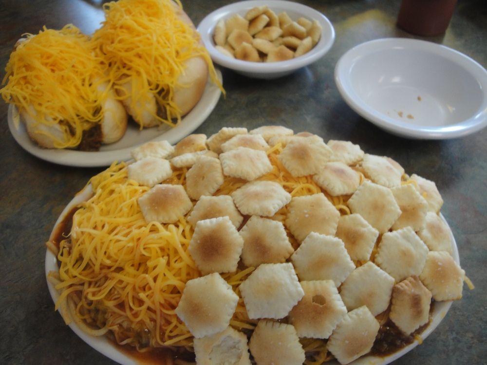 The Right Way To Eat Skyline Chili (2/4)