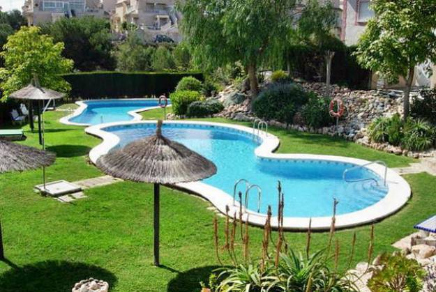 backyard-designs-outdoor-swimming-pools-5