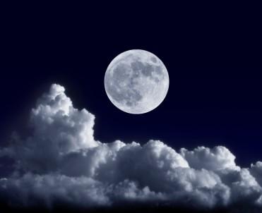 fotolia_42638075_full-moon2