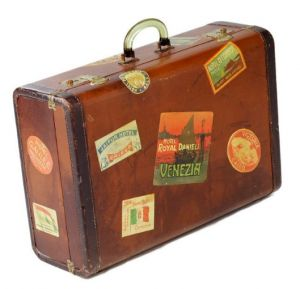 vintage20luggage20-20mylusciouslife-com20-20vintage20suitcase20covered20in20stickers2