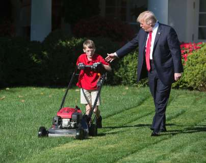 white-house-lawn-mowed-02-pol-jpo-170915
