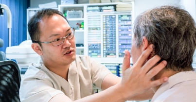 5695-doctor_taking_care_of_his_patient-1200x628-facebook
