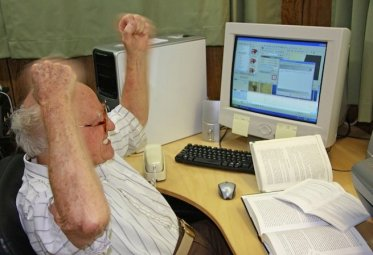 angry-old-man-with-computer